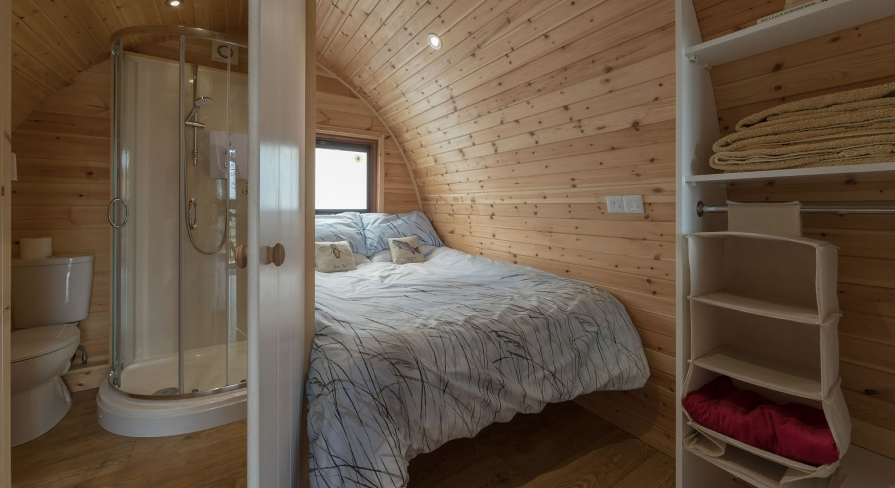 lakedistrictglampingpod-bedroom-ensuite