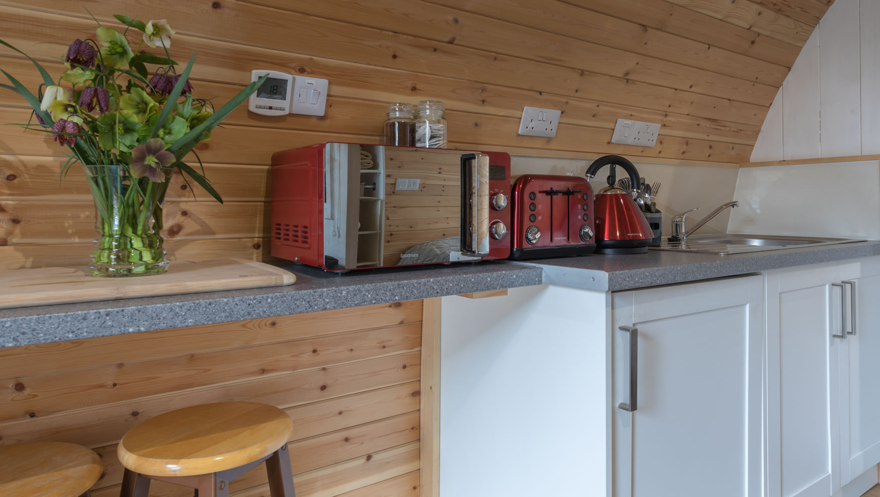lakedistrictglampingpod-kitchen